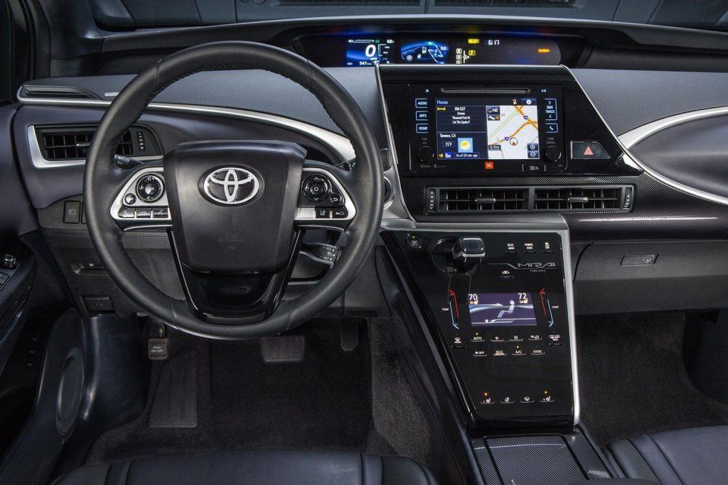 Toyota-Mirai-2015-dashboard