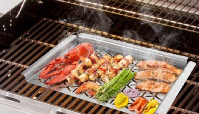 BBQ grill topper